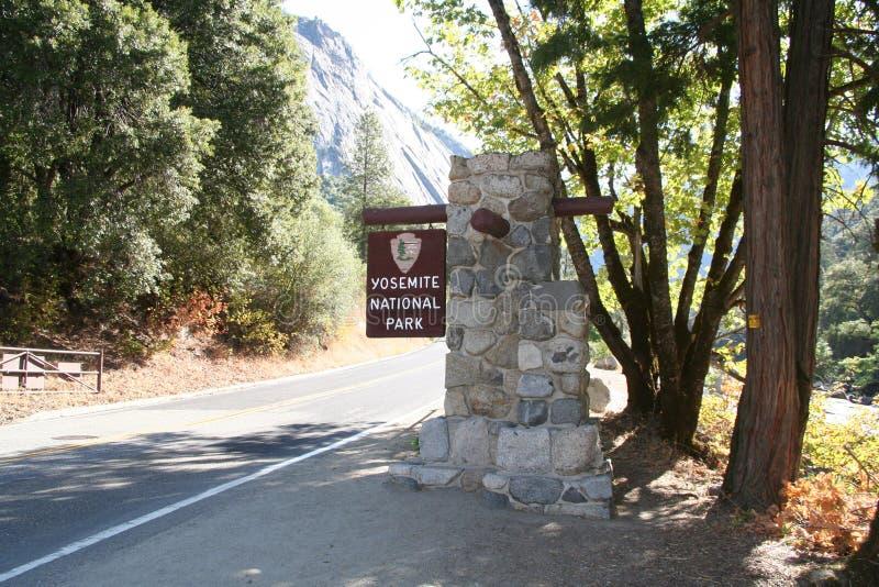 Parque nacional de Yosemite da entrada fotos de stock
