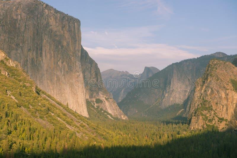 Parque nacional de Yosemite de la opinión del túnel foto de archivo
