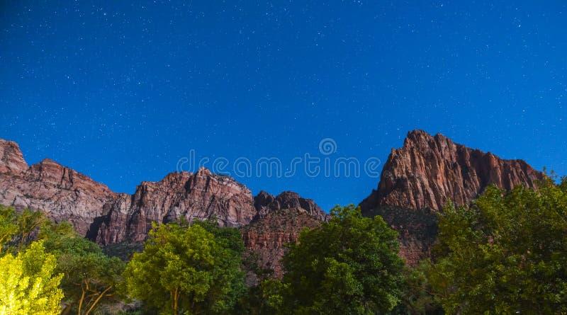 Parque nacional de Zion na noite com estrela, Utá, EUA fotografia de stock royalty free