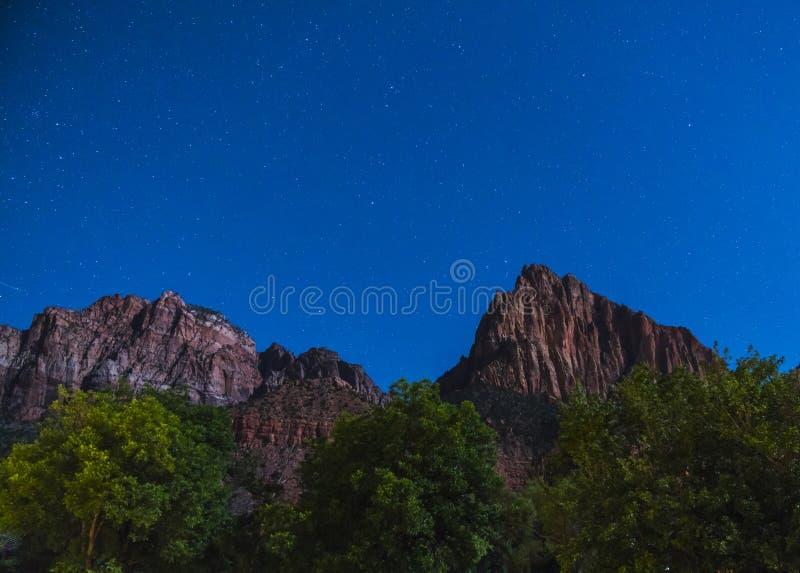 Parque nacional de Zion na noite com estrela, Utá, EUA fotos de stock royalty free