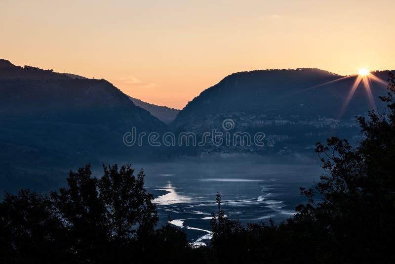 Parque nacional del lago Barrea, Abruzos, Italia foto de archivo libre de regalías