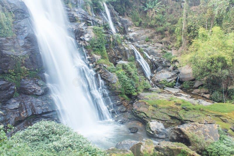 Parque nacional do inthanon do doi da cachoeira de Wachirathan, Chomthong Chiang Mai fotos de stock royalty free