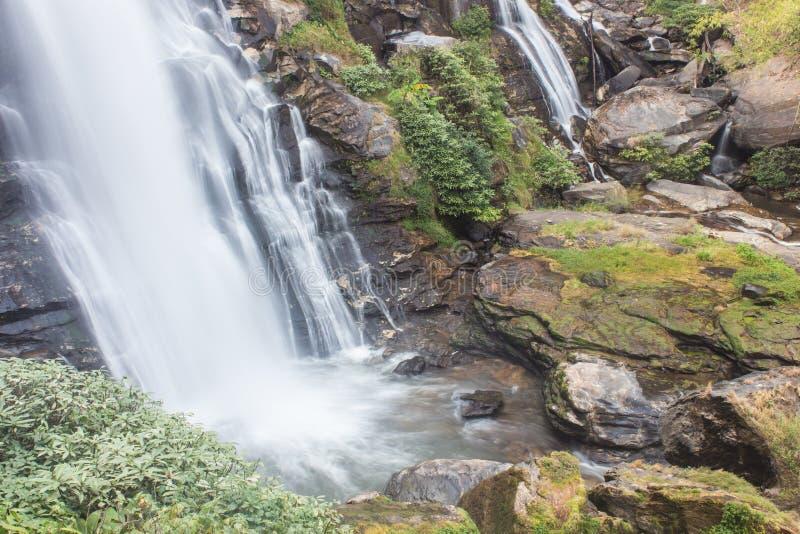 Parque nacional do inthanon do doi da cachoeira de Wachirathan, Chomthong Chiang Mai foto de stock royalty free