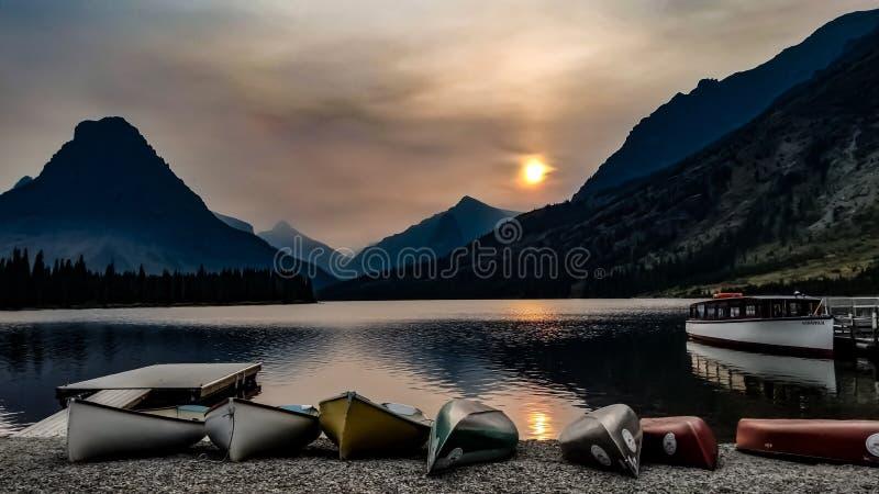 Parque Nacional Glacier en la puesta del sol imagen de archivo libre de regalías