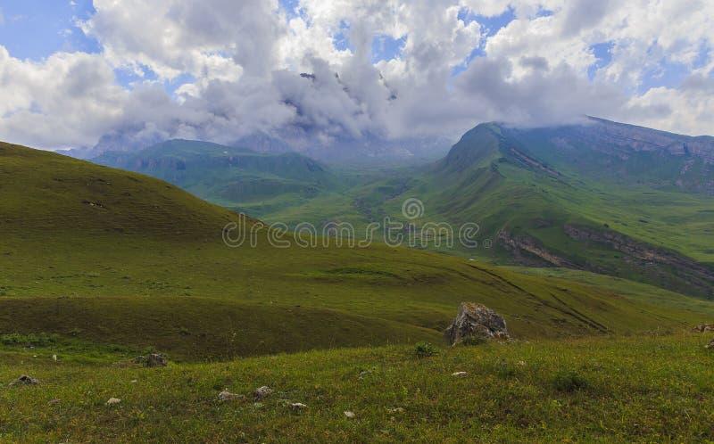 Parque nacional Shahdag (Azerbaijan) de las montañas imagenes de archivo