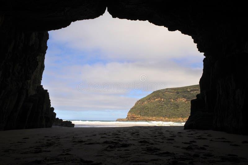 Parque nacional Tasmânia Austrália de Tasman da caverna notável fotografia de stock