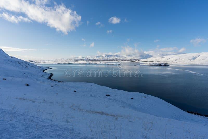 Parque nacional Thingvellir en invierno y sus reflexiones fotografía de archivo