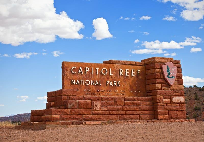 Parque nacional Utá do recife do Capitólio, EUA 2 de setembro de 2014: Sinal da entrada do parque nacional do recife do Capitólio fotografia de stock royalty free
