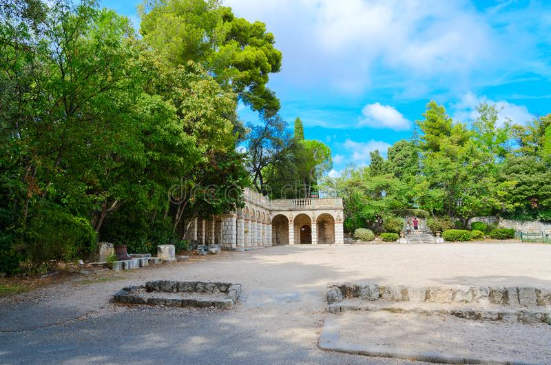 Parque no castelo romano de la Colline du do parc do monte, agradável, França foto de stock royalty free