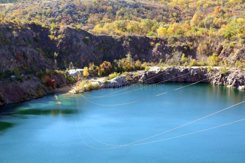 Parque no outono, nas árvores e no lago outono, paisagem, cores Cor, colorida foto de stock