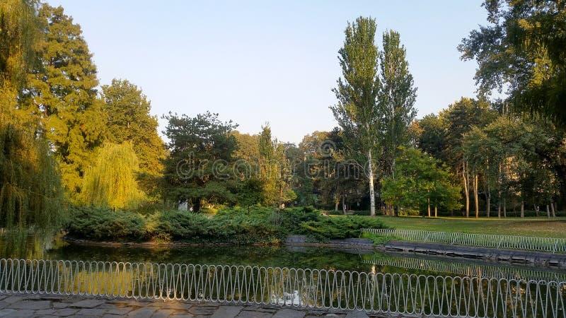 Parque o servio de Danubio: Parque de Dunavski en el centro de ciudad, Novi Sad fotos de archivo