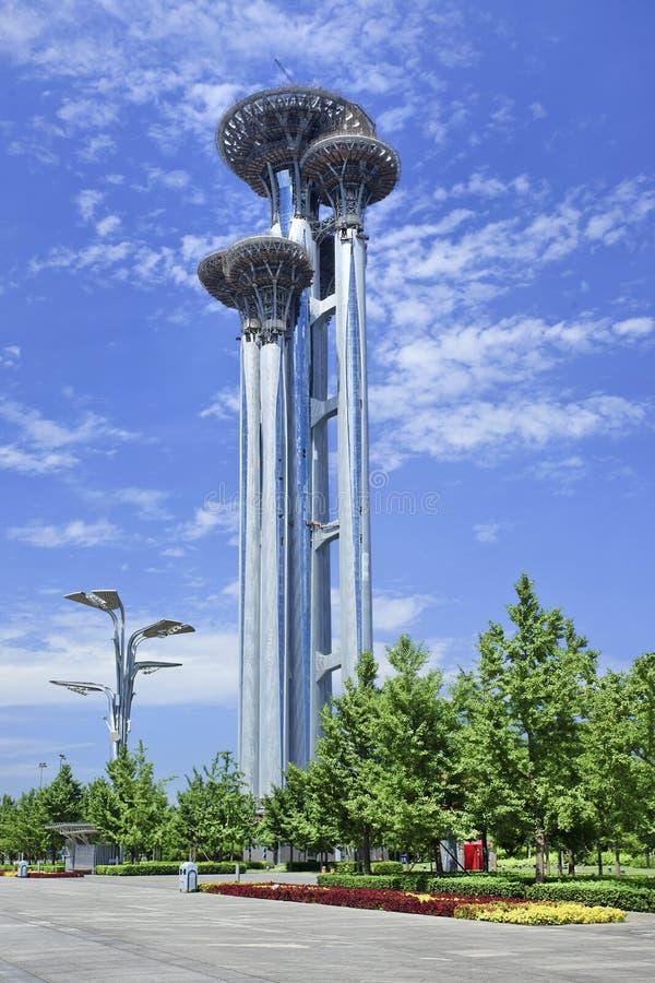 Parque olímpico de torre de observação sob a construção, Pequim, China imagem de stock royalty free
