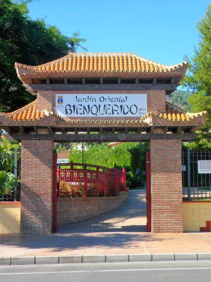 Parque oriental en el la Torre-Andalucía-España de Alhaurin de imagen de archivo