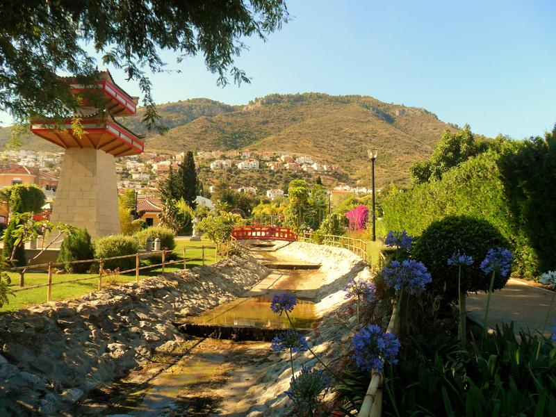 Parque oriental en el la Torre-Andalucía-España de Alhaurin de imagenes de archivo