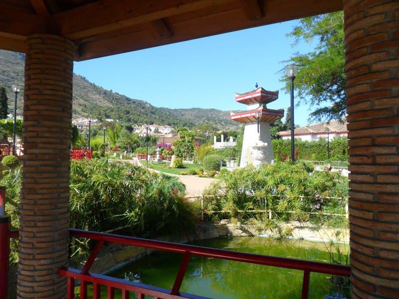 Parque oriental en el la Torre-Andalucía-España de Alhaurin de fotos de archivo