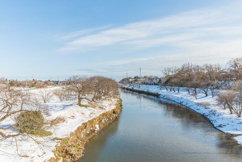 Parque público con la nieve blanca imagen de archivo libre de regalías