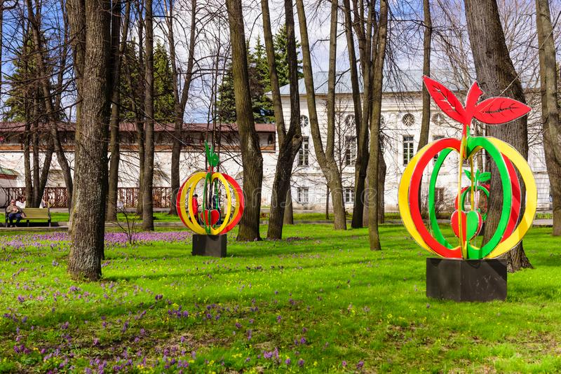 Parque pitoresco no centro da cidade, Museu-reserva de Yaroslavl fotografia de stock royalty free