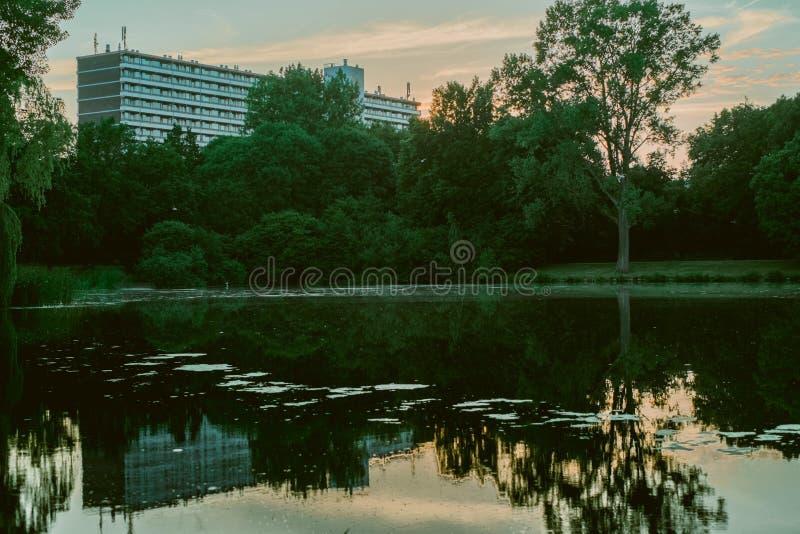Parque por el hogar imagen de archivo libre de regalías