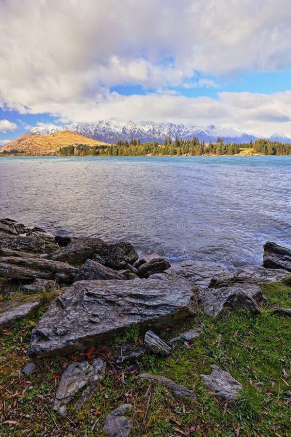 Parque Queenstown Nueva Zelanda de Wakatipu del lago foto de archivo