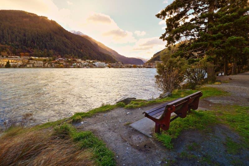 Parque Queenstown Nueva Zelanda de Wakatipu del lago fotografía de archivo