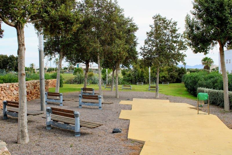 Parque recreativo en la ciudad imagenes de archivo