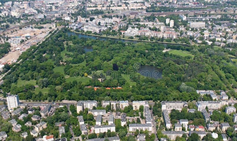 Parque Skaryszewski en Varsovia, visión aérea fotografía de archivo