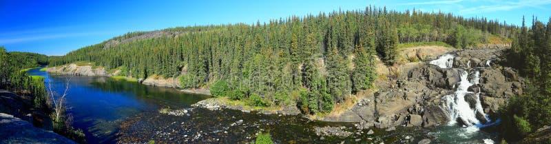 Parque territorial ocultado de Cameron Falls y de River Valley, lago, territorios del noroeste, panorama, fotos de archivo