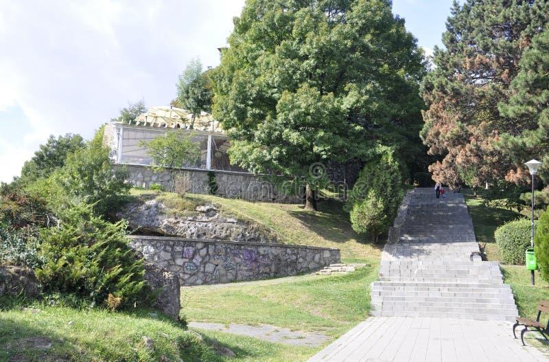 Parque velho de Cetatuia na cidade de Cluj-Napoca da região da Transilvânia em Romênia foto de stock royalty free