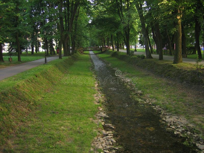 Parque verde en el banja de Vrnjacka foto de archivo