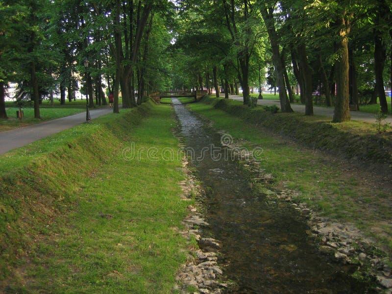 Parque verde no banja de Vrnjacka foto de stock