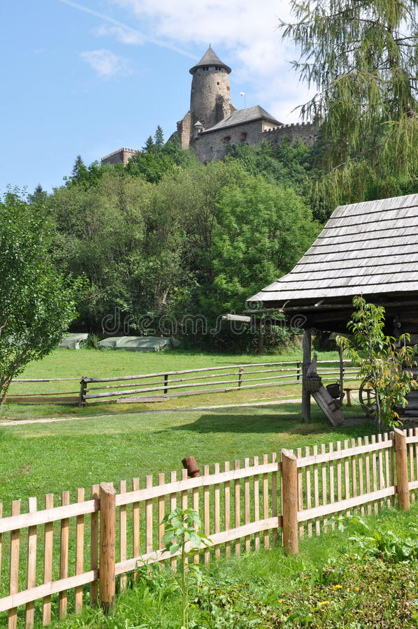 Parque y castillo Stara Lubovna, Eslovaquia, Europa fotografía de archivo libre de regalías
