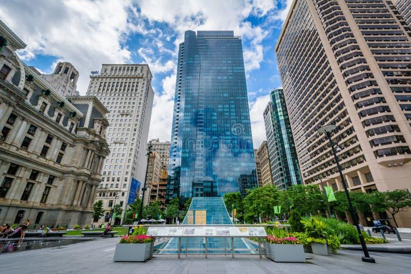 Parque y edificios modernos en el centro ciudad, Philadelphia, Pennsylvania de Dilworth foto de archivo