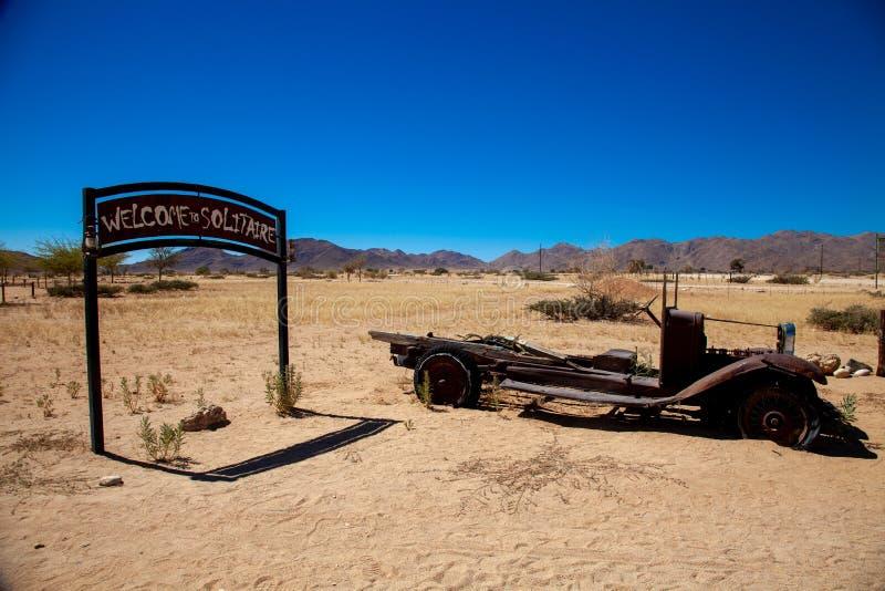 Parques nacionales de la ciudad del solitario de Namibia entre el desierto y la sabana imagenes de archivo