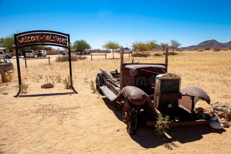 Parques nacionales de la ciudad del solitario de Namibia entre el desierto y la sabana imagen de archivo
