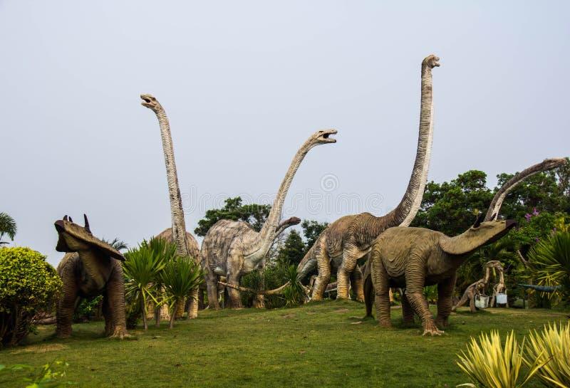 Parques públicos do dinossauro das estátuas na província de Kalasin, do nordeste imagem de stock royalty free