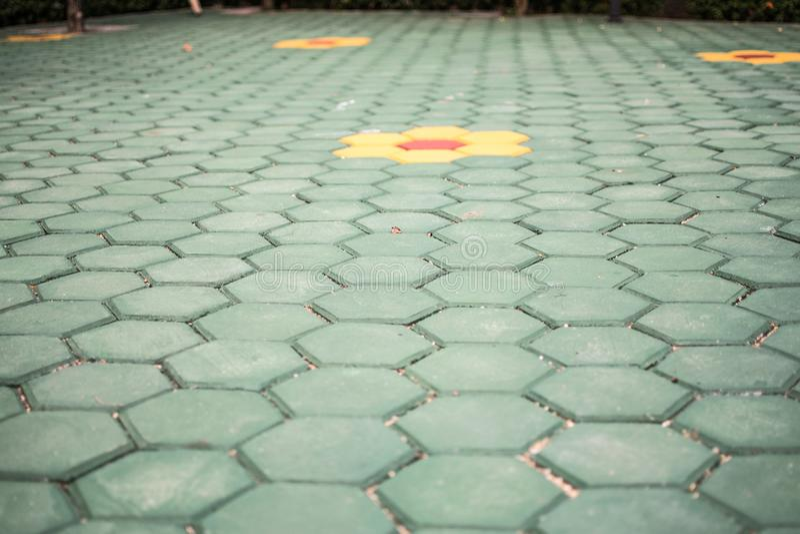 Parqueter le plancher hexagonal vert images stock