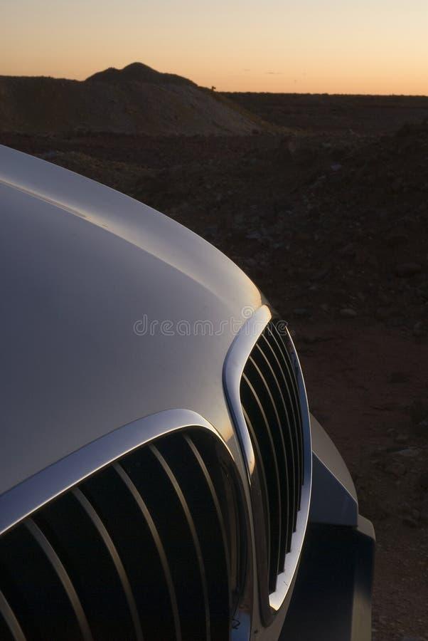 Parrilla de SUV de la puesta del sol del desierto imagen de archivo libre de regalías