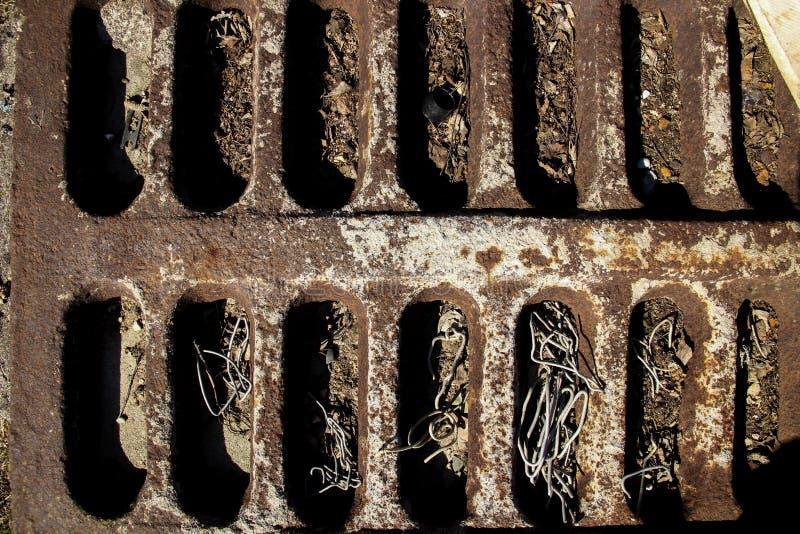 Parrilla vieja oxidada Superficie de Brown con las abolladuras longitudinales foto de archivo libre de regalías