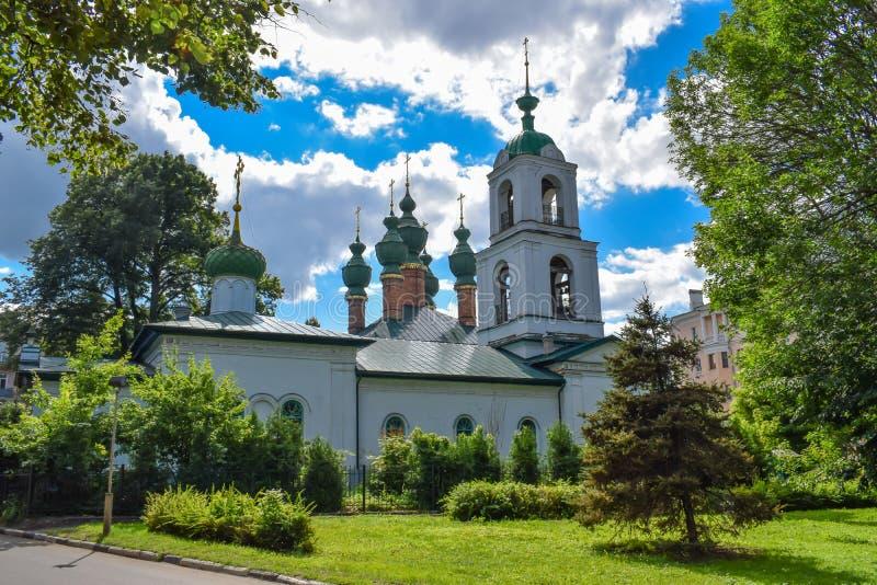 Parroquia de la ascensión y del anuncio en Yaroslavl fotos de archivo