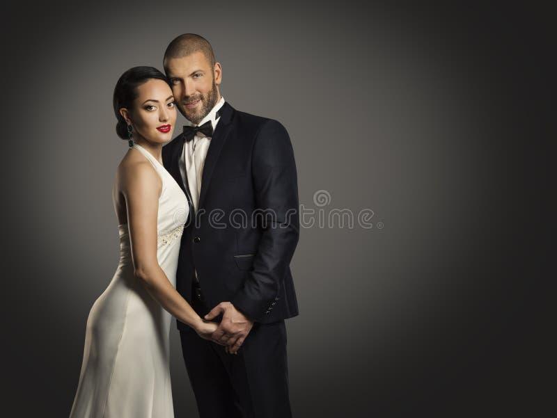 Parskönhetstående, stilig man och elegant kvinna arkivfoto