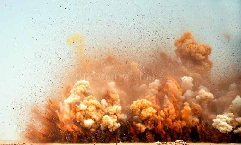Partículas de voo da rocha no ar fotos de stock royalty free