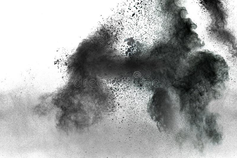 Partículas do carvão vegetal splatted no fundo branco imagem de stock