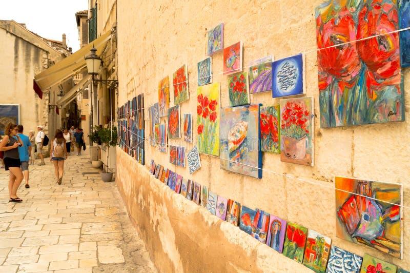 Parta Dalmacia Croacia 09/06/2018: Galería de arte en la calle foto de archivo libre de regalías