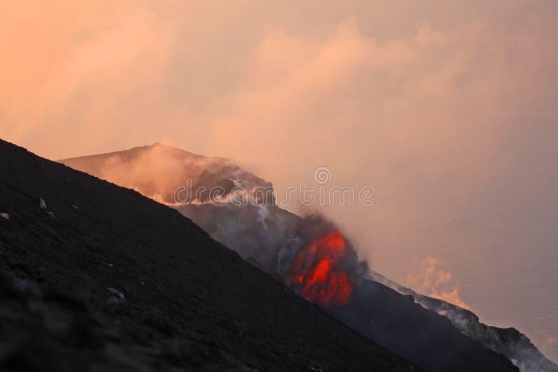 Parte 1 de erupção vulcânica imagens de stock