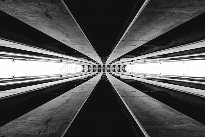 Parte abstrata da arquitetura em preto e branco ilustração royalty free