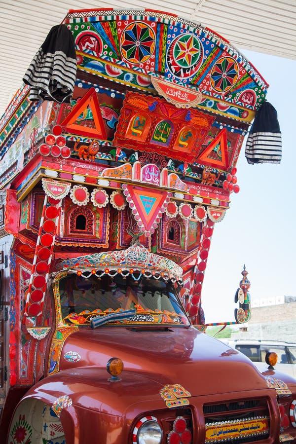 Parte anterior de um caminhão decorado paquistanês fotografia de stock royalty free