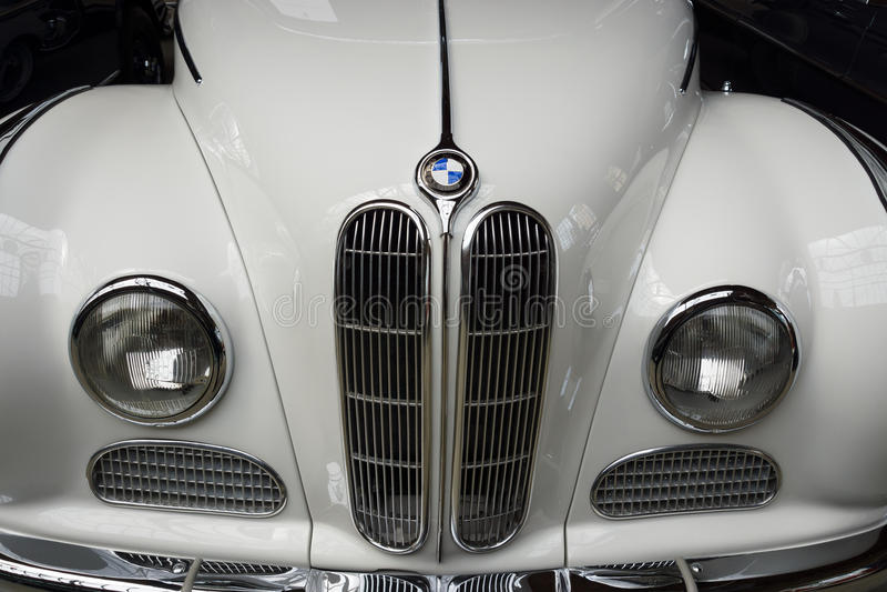 Parte anteriore del convertibile di lusso 100% di BMW 502 dell'automobile fotografia stock libera da diritti