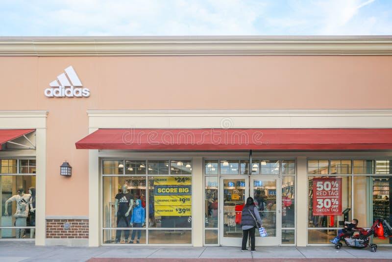 Parte anteriore del deposito di Adidas nel New Jersey immagini stock libere da diritti