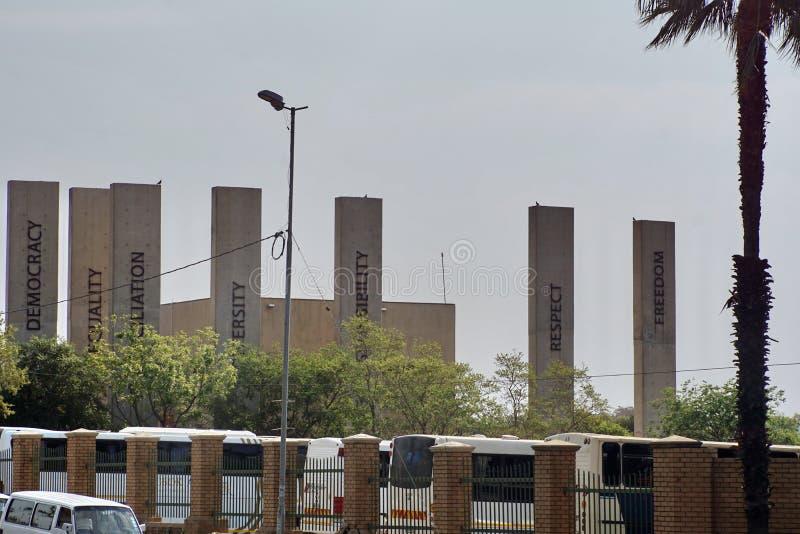 Parte anteriore del museo di apartheid a Johannesburg immagine stock libera da diritti