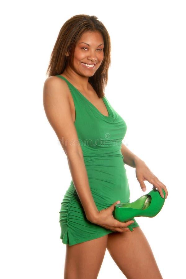Parte anteriore del vestito da verde della donna dell'afroamericano fotografia stock